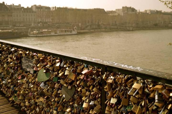 Pont des Amoureux - Love Lock Bridge.